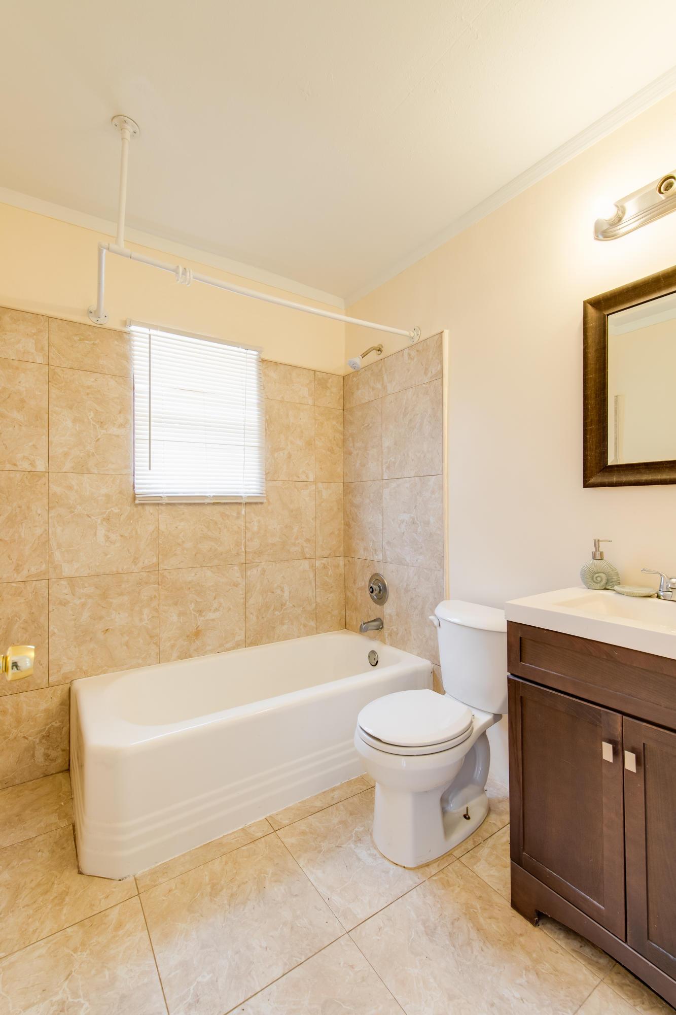 524 55th St Bath Room