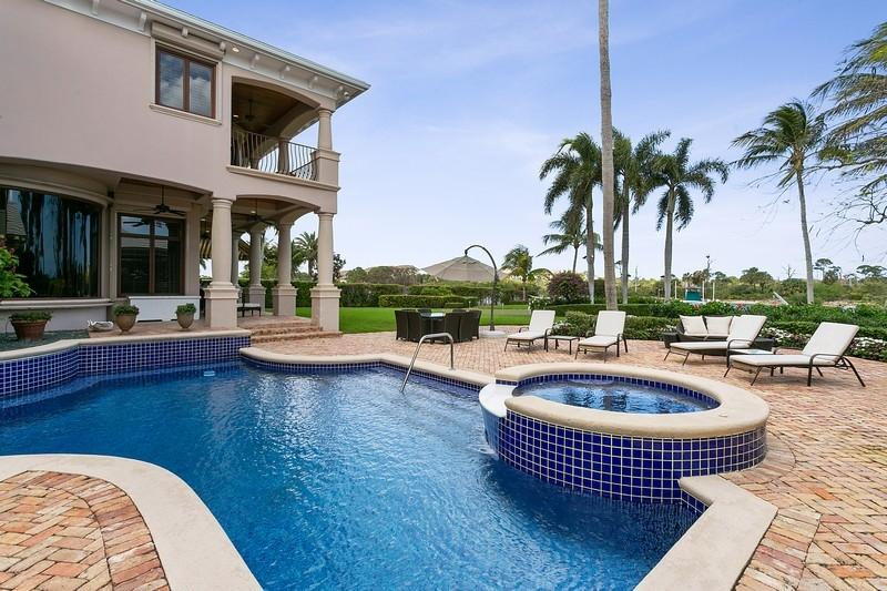 Oversized Heat Pool/ Jacuzzi