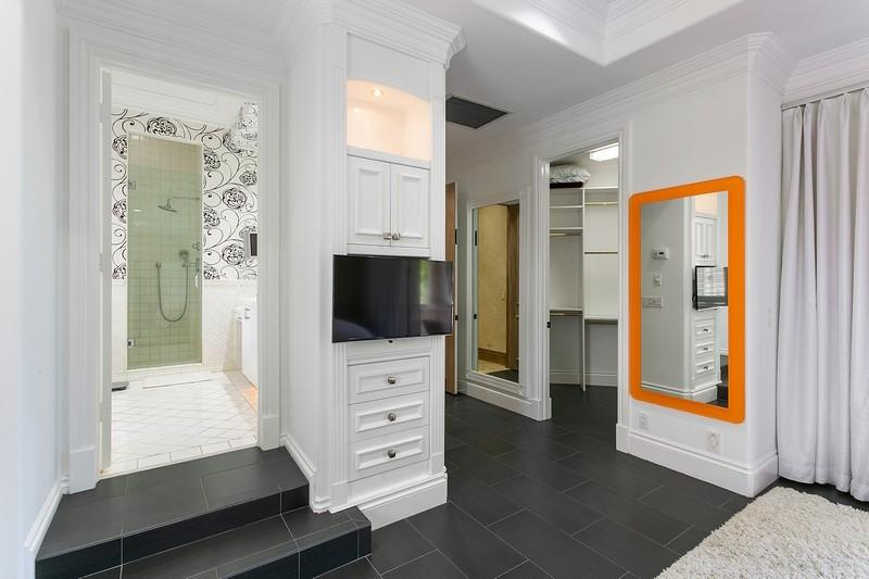Second Master Suite Entry