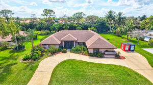 RESORT-STYLE LIVING AT THIS FENCED   1/2 ACRE HTD POOL/ HOT TUB HOME W/14 CAR CIR DRIVE BACKING UP TO  2ND HOLE AT THE WANDERERS CLUB! SLEEP SOUNDLY W/WIRELESS SECURITY SYSTEM W/CAMERA ,MOTION DETECTORS, & HURRICANE FRONT DOORS & WINDOWS. 2 MSTR SUITES, GUEST SUITE FEATURING FULL BATH W/SHWR.  MAIN MSTR SUITE HAS SLIDERS TO PATIO, CLOSETS GALORE, & SEPARATE DRESSING AREA W/GRANITE VANITY. SPA-LIKE BATH W/COMMODE RM, TILED DREAM SHWR, JACUZZI TUB & GRANITE DBLE SINK VANITY. LR BOASTS VAULTED CEILING & SLIDERS TO PATIO W/PLANTATION SHUTTERS. CHEFS KIT W/WOOD CABINETRY, GRANITE,  SS APP & SNACK BAR. FORMAL DR CAN BE FAM RM. (BKFST RM IS MULTI-PURPOSE). 2 ADDITIONAL BDRMS ADJACENT TO DEN/OFFICE.  YR RD LIVING W/COVERED PATIO, WET BAR, 40FT GAME POOL & THE  BEST SCH00LS, & CLOSE TO HORSE SHOW!