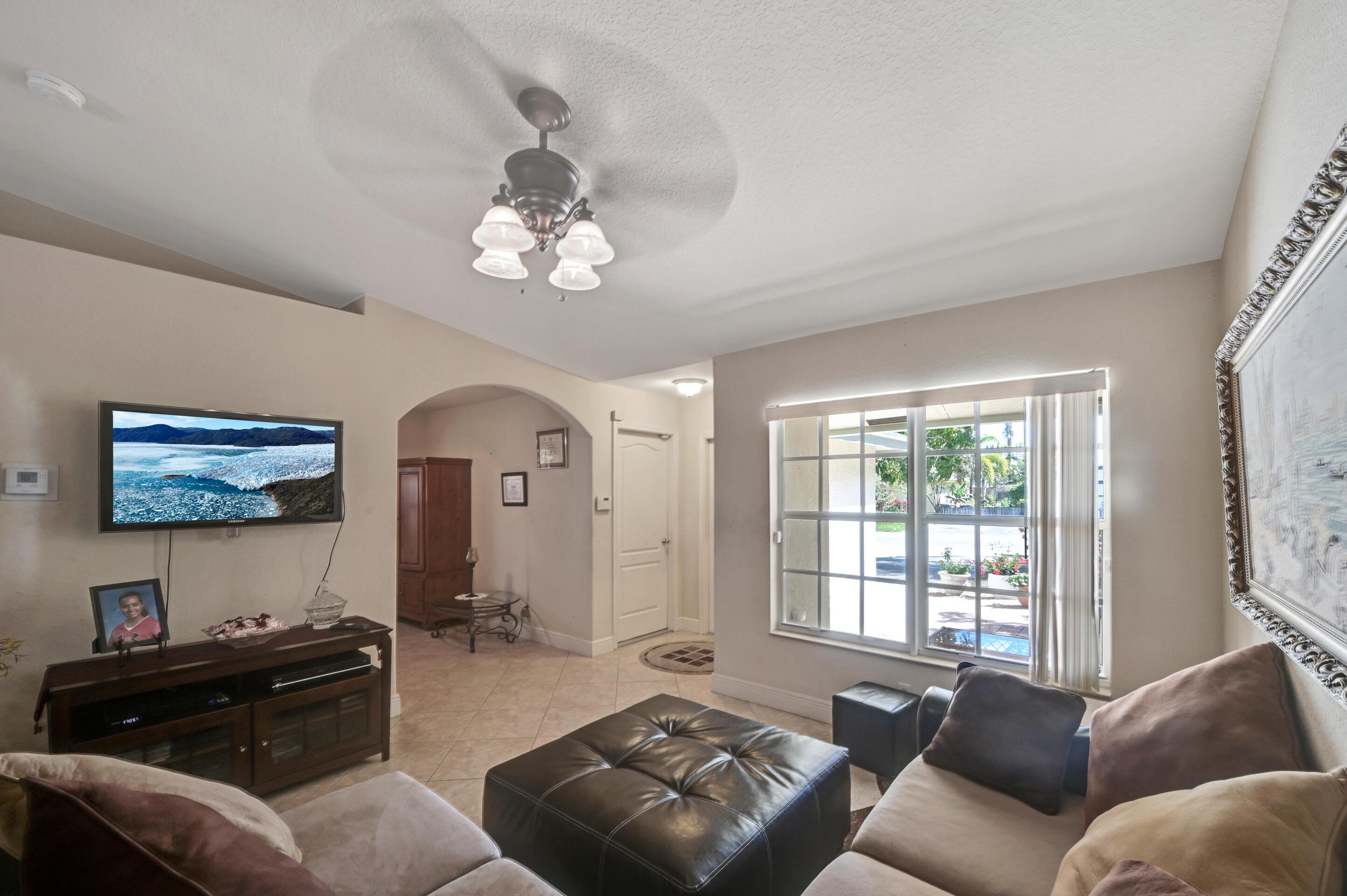 Living Room 04