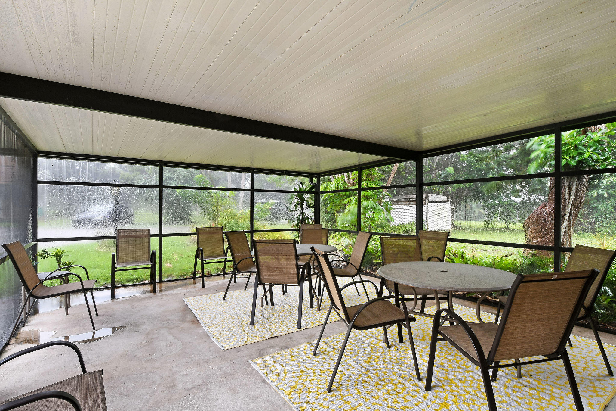 LARGE SCREENED PATIO-GUEST HOUSE