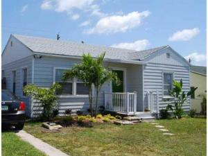 Great Investment Opportunity!!!! Annual rent or AIRBNB!! NO HOA!!!!2 Bed 1 Bath main house!!!Independant Studio in rear!!Main House can rent for $1,800 +Studio can rent for $1,200 + === $3,000 Monthly.......Or.....Live in the front and rent the back.Super up and coming area of Lake Worth. Lots of New Construction and remodeling going on. Just look at the house next door!!!!Property will sell to highest bidder!! We expect multiple offers so bring your highest and best!!!Tenant occupied but will be vacant at closing.This is an exceptional investment opportunity, work-from home location, or multi-family living situation in a charming, growing area of Lake Worth just minutes from the waterfront. Here youll find a main house and independent studio offering a