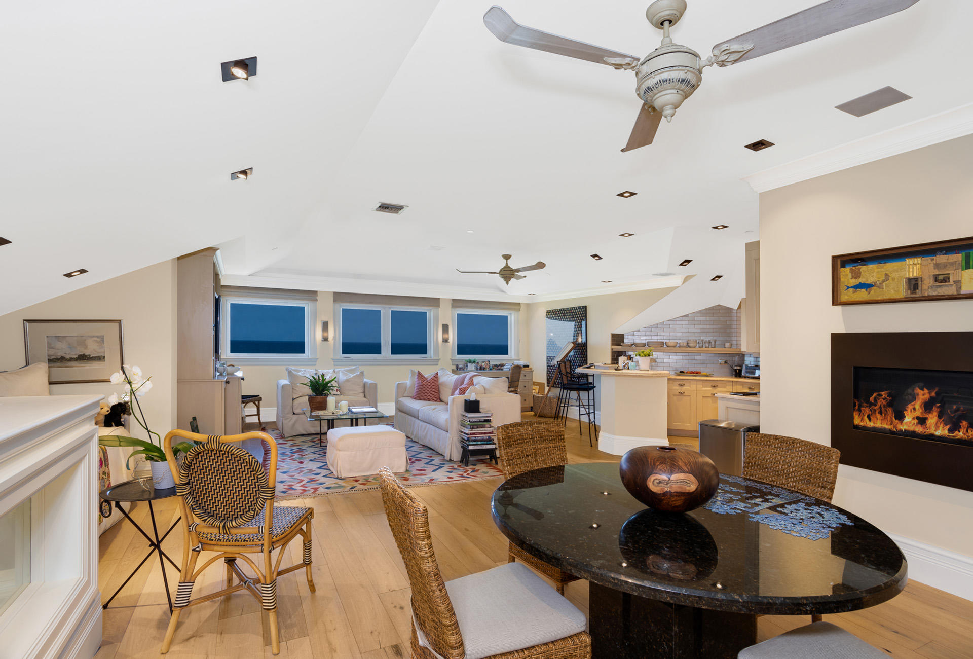 UPSTAIRS_DINING_LIVING_OCEANVIEW