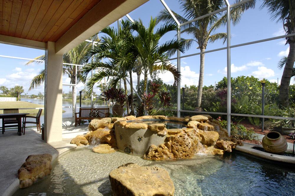 EXT Vignette Royal Palm Pool