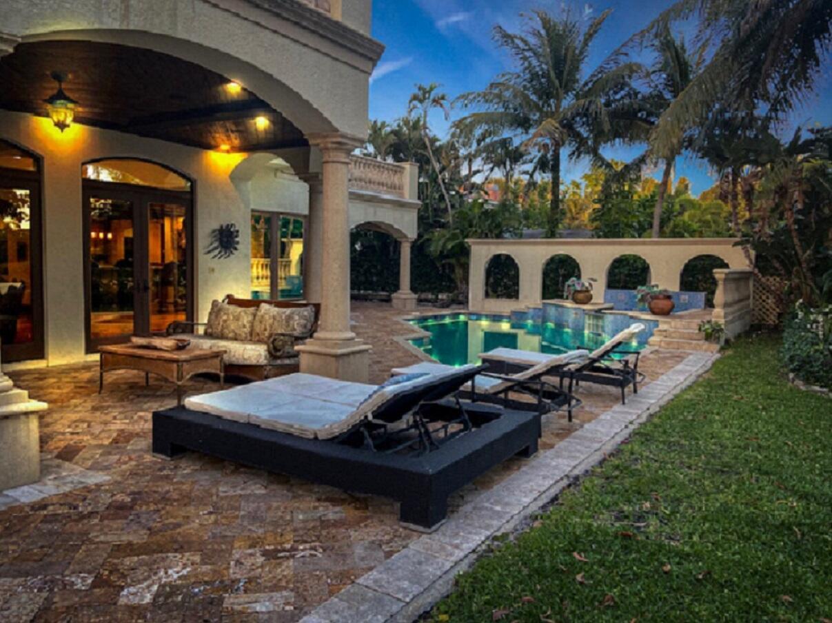 Beautiful Patio & Pool