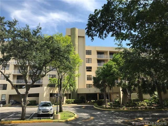 901 Hillcrest Drive, Hollywood, Florida 33021, 2 Bedrooms Bedrooms, ,2 BathroomsBathrooms,Rental,For Rent,Hillcrest,RX-10703184