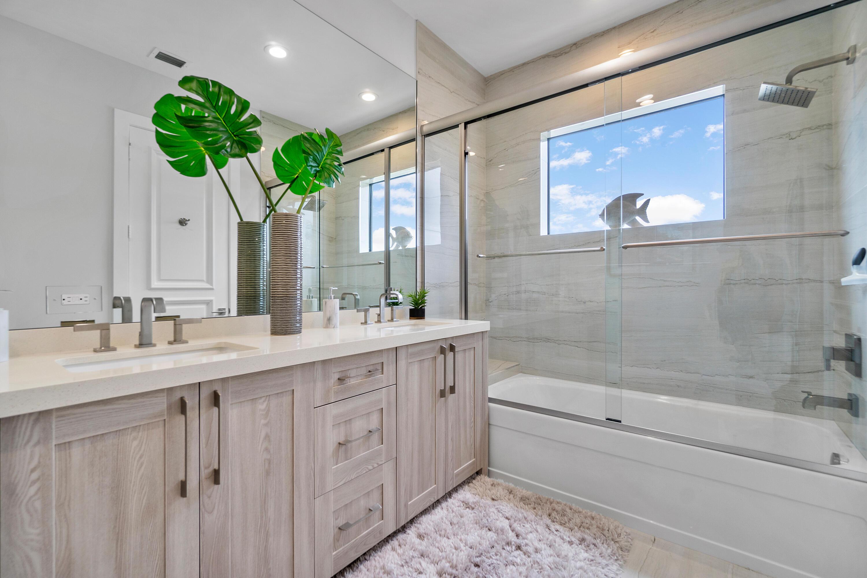 Upstairs VIP Bath