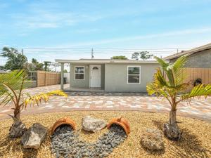 Beautiful 3bedroom 2 bath SFR like new! New bathroom, new kitchen, granite counter tops, new tile flooring throughout the house. Electrical, plumbing, central AC, less than 2 years, roof only 5 years, impact windows. Just come and see this lovely house and make it your home.