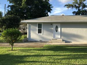 Come and see this beautiful newly remodeled 2 bedroom/1.5 bath house located in the heart of the city of Greenacres. It has brand new appliances, new kitchen and new floor! Large backyard a built-in BBQ grill and detached laundry. Dont miss out this great opportunity!