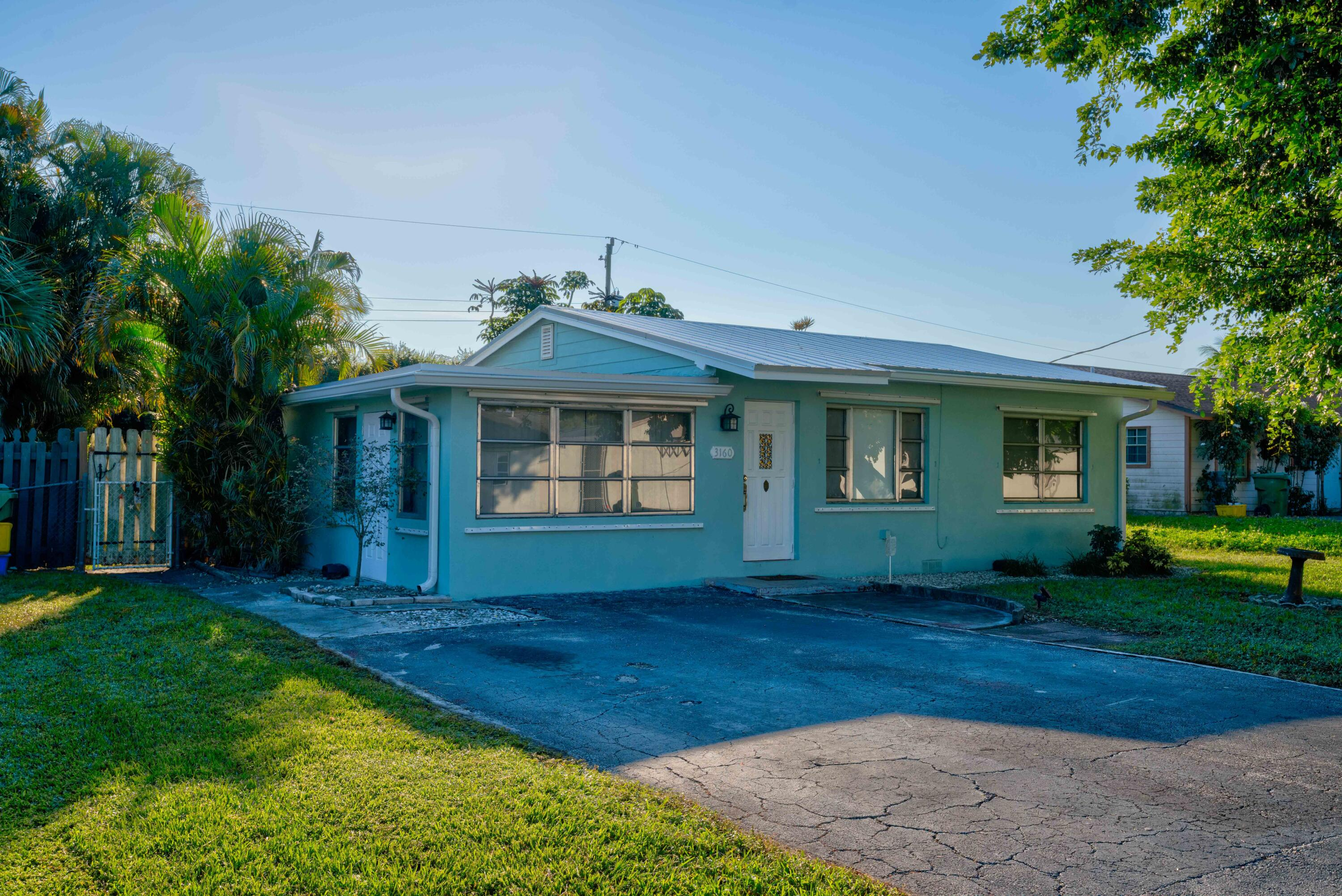 3160 Ford, Palm Springs, Florida 33461