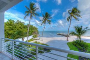 Property for sale at 77521 Overseas Highway Unit: BLDG 12, ISLAMORADA,  FL 33036