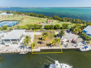 Property for sale at 31126 Atlantis Drive, Big Pine,  FL 33043