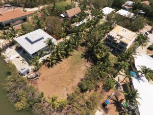 Property for sale at 74 Jean La Fitte Lane, KEY LARGO,  FL 33037