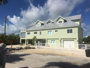 Property for sale at 101 La Paloma Rd Road, KEY LARGO,  FL 33037