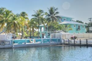 Property for sale at 437 Laguna Avenue, KEY LARGO,  FL 33037