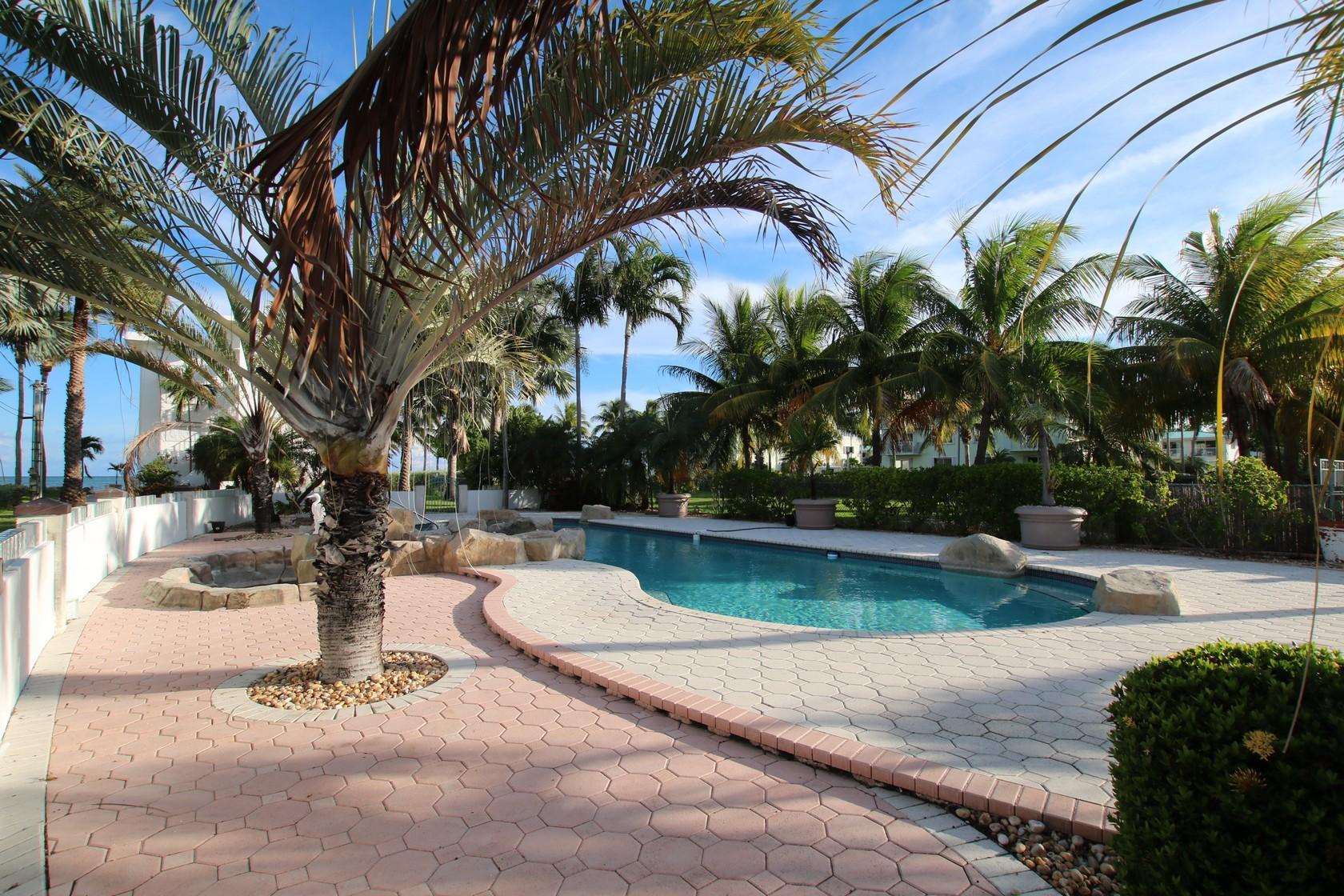 1025 W Ocean Drive KEY COLONY, FL 33051 577894