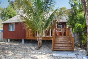 Property for sale at 17 Dolphin Road, KEY LARGO,  FL 33037