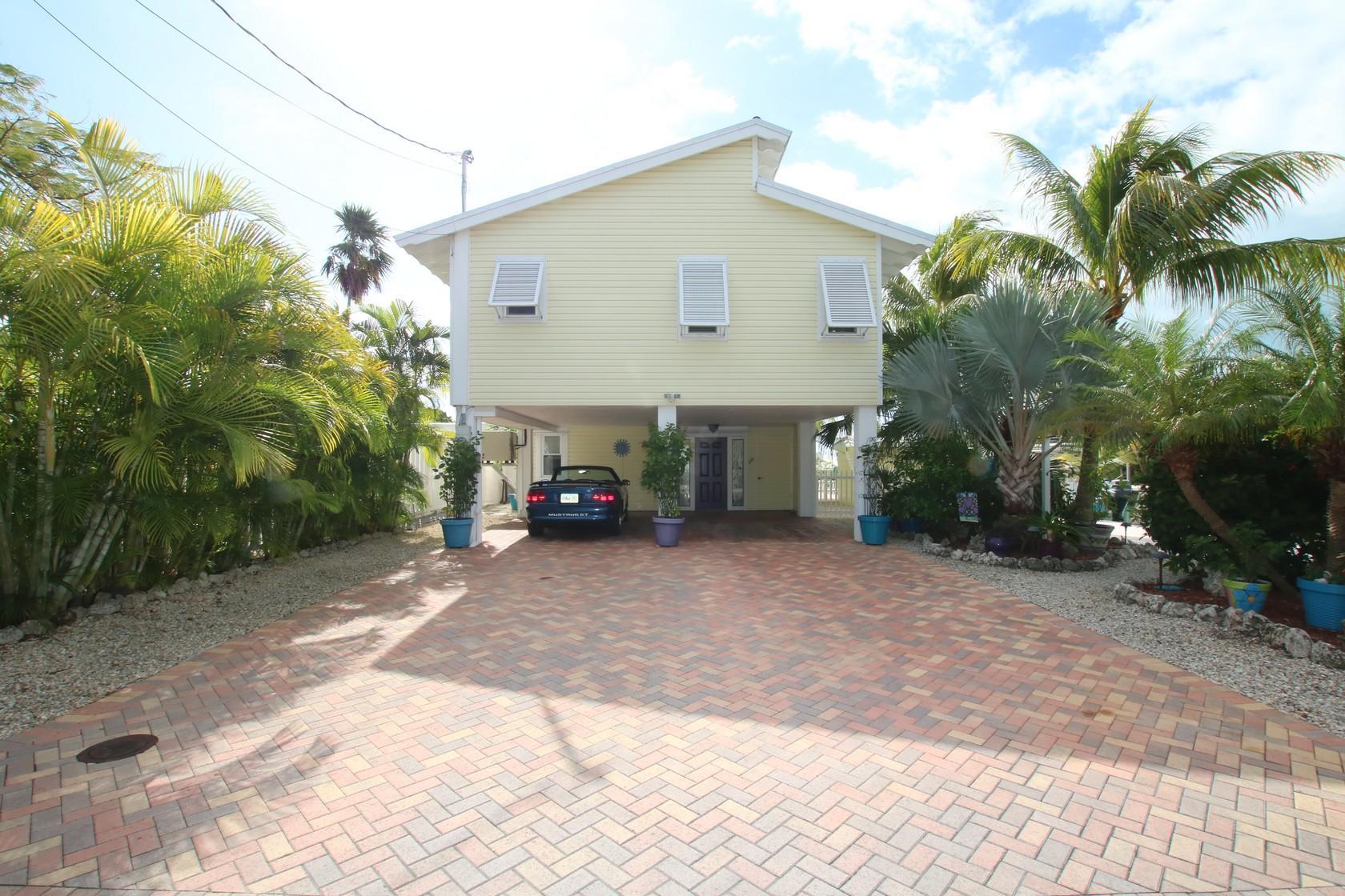 11563 4Th Avenue Ocean & 11554 5th Avenue MARATHON, FL 33050 577205