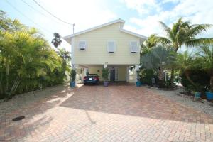 Property for sale at 11563 4th Avenue Ocean & 11554 5th Avenue, MARATHON,  FL 33050