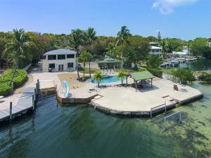 Property for sale at 300 Buttonwood Shores Drive, KEY LARGO,  FL 33037
