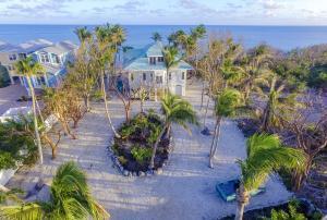 Property for sale at 77501 Overseas Highway, ISLAMORADA,  FL 33036