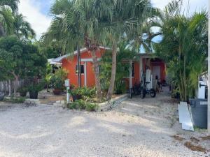1713  Johnson Street  For Sale, MLS 587382