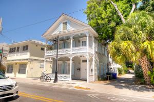 1013  Truman Avenue  For Sale, MLS 588057