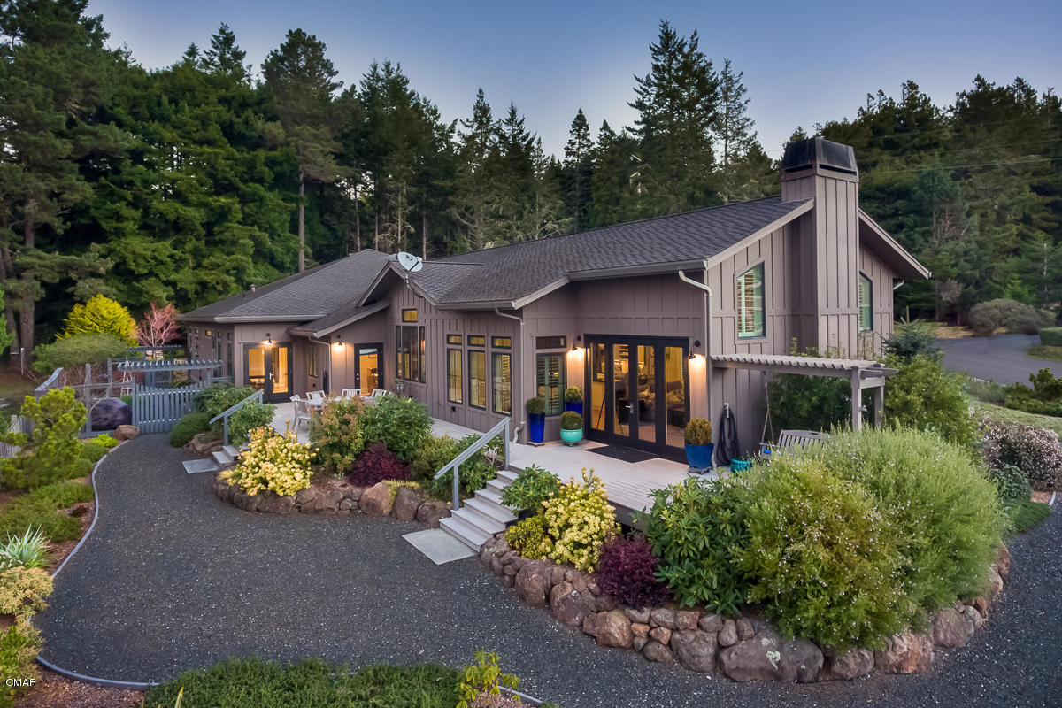 独户住宅 为 销售 在 44620 Baywood Drive 44620 Baywood Drive Mendocino, 加利福尼亚州 95460 美国