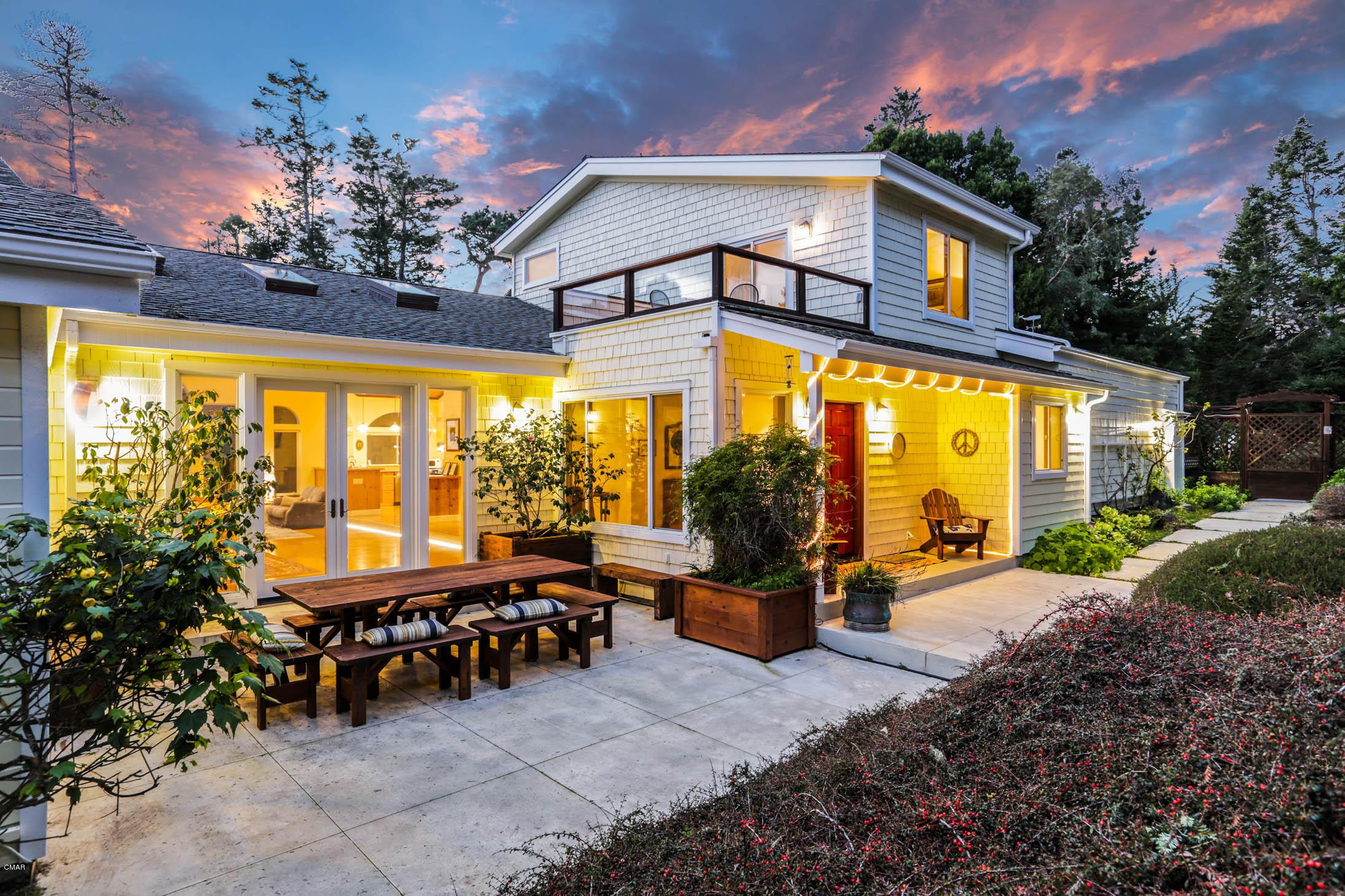 Casa Unifamiliar por un Venta en 45367 Overton Drive 45367 Overton Drive Mendocino, California 95460 Estados Unidos
