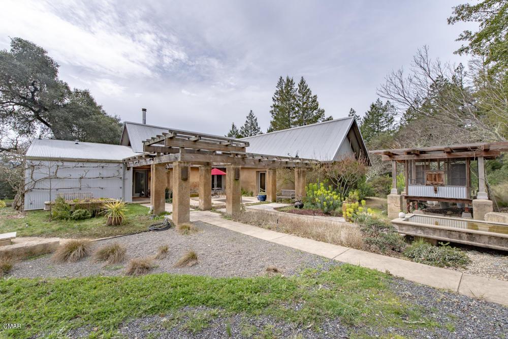 Casa Unifamiliar por un Venta en 14931 Kramer Lane Philo, California 95466 Estados Unidos