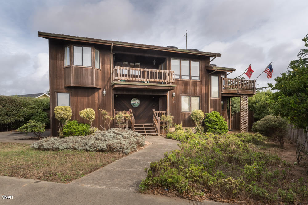 Single Family Home for Sale at 890 Woodward Street Fort Bragg, California 95437 United States