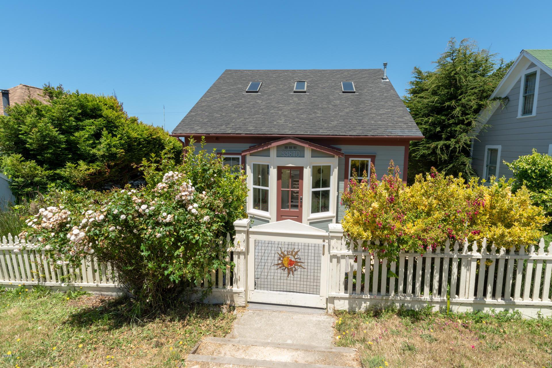 Casa Unifamiliar por un Venta en 33870 Albion Street Albion, California 95410 Estados Unidos