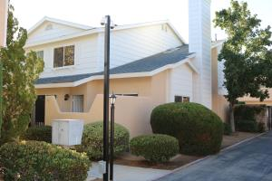 Property for sale at 1107 Beechdale Drive Unit D, Palmdale,  CA 93551