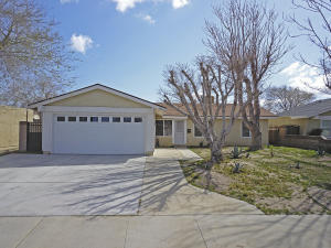 Property for sale at 43016 Guyman Avenue, Lancaster,  CA 93536