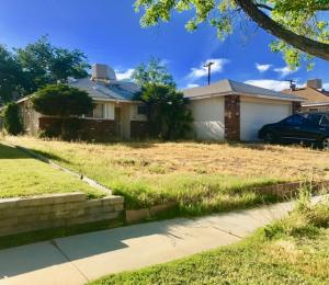 Property for sale at 44014 Fern Avenue, Lancaster,  CA 93534
