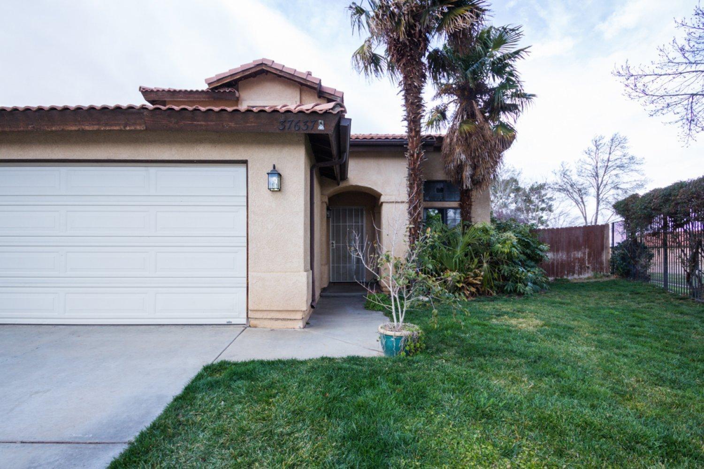 37637  Oak Hill Street, Palmdale in Los Angeles County, CA 93552 Home for Sale
