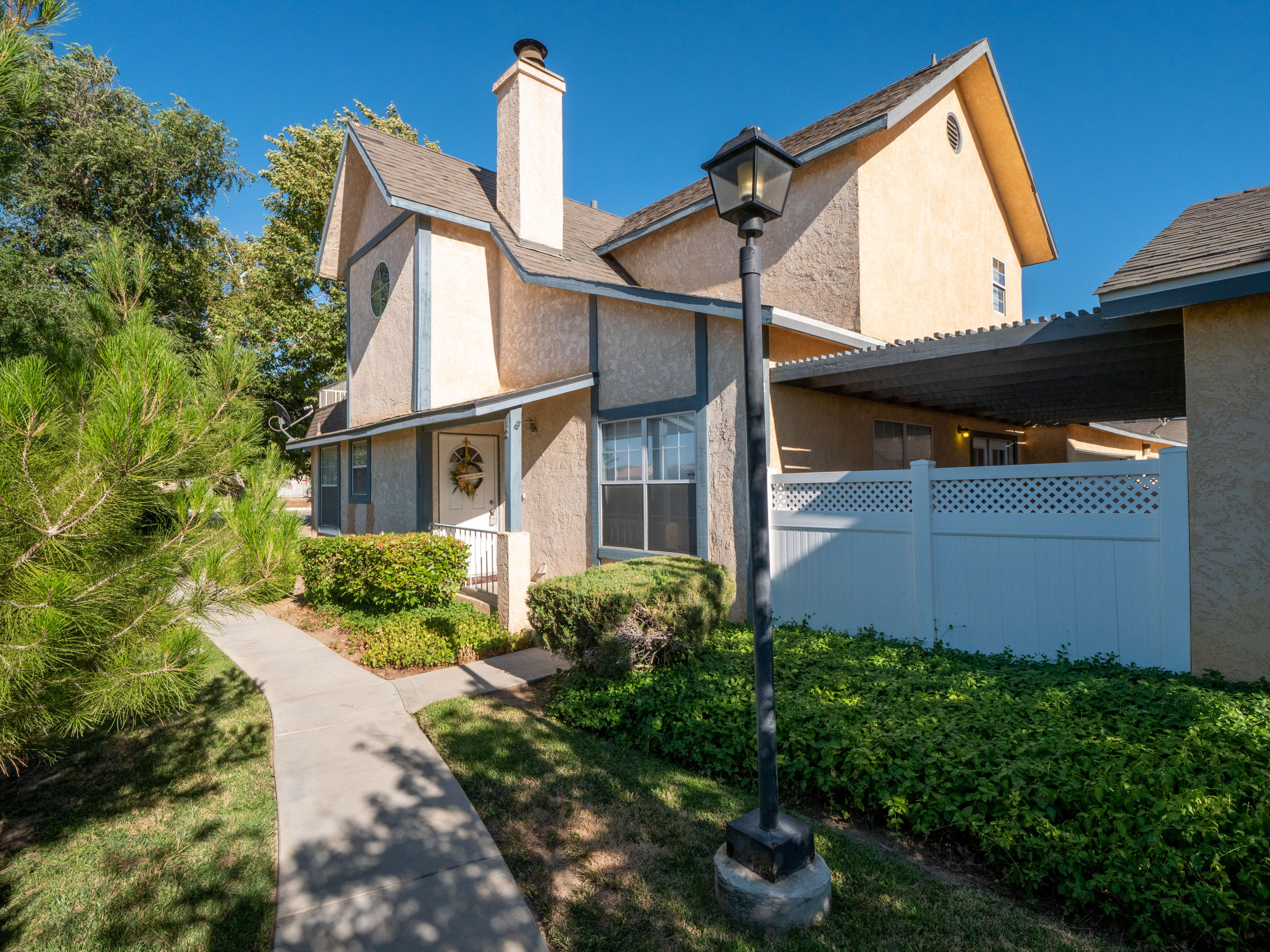 43669  Park Avenue, Lancaster, California