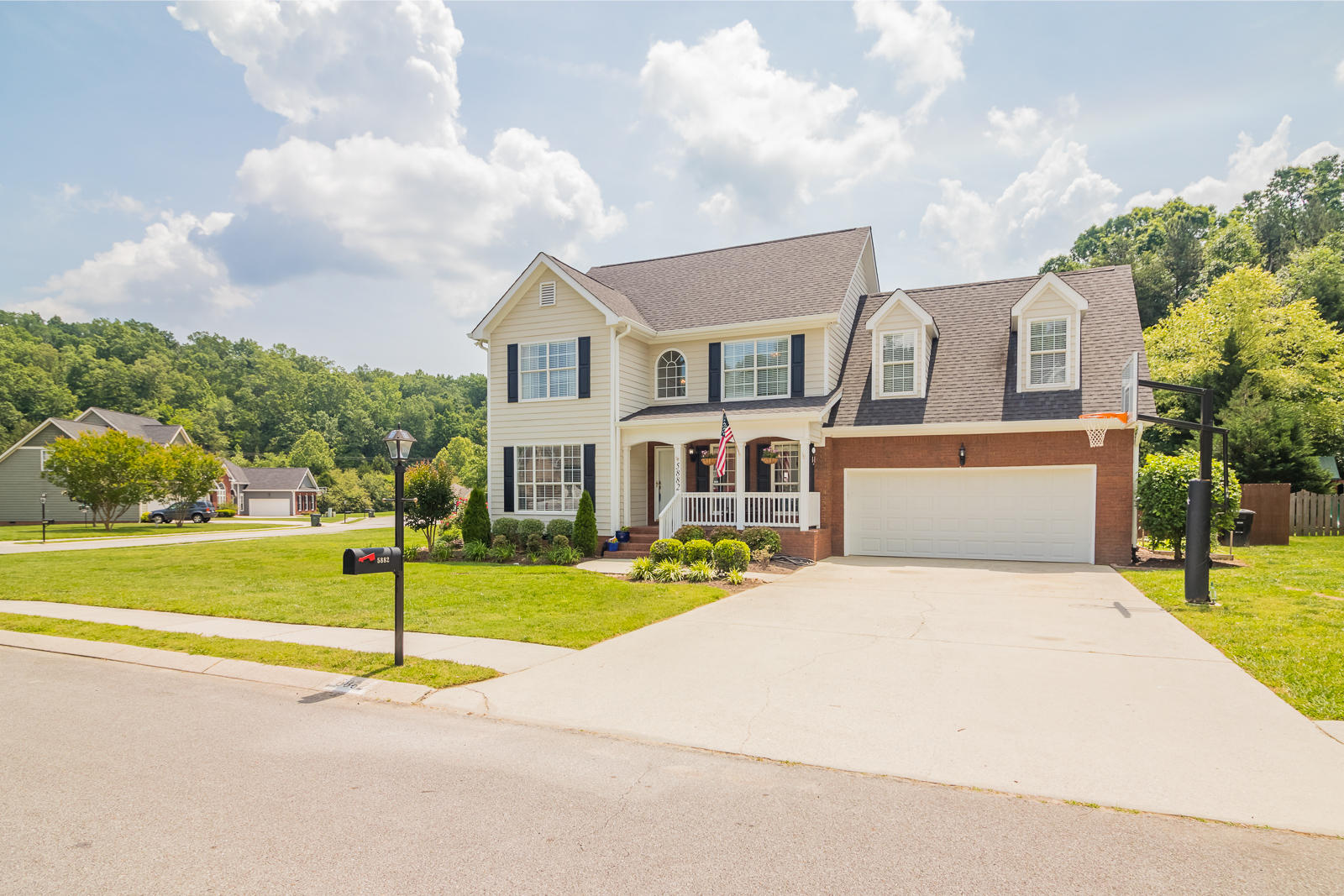5882 Crooked Creek Dr, Ooltewah, Tennessee