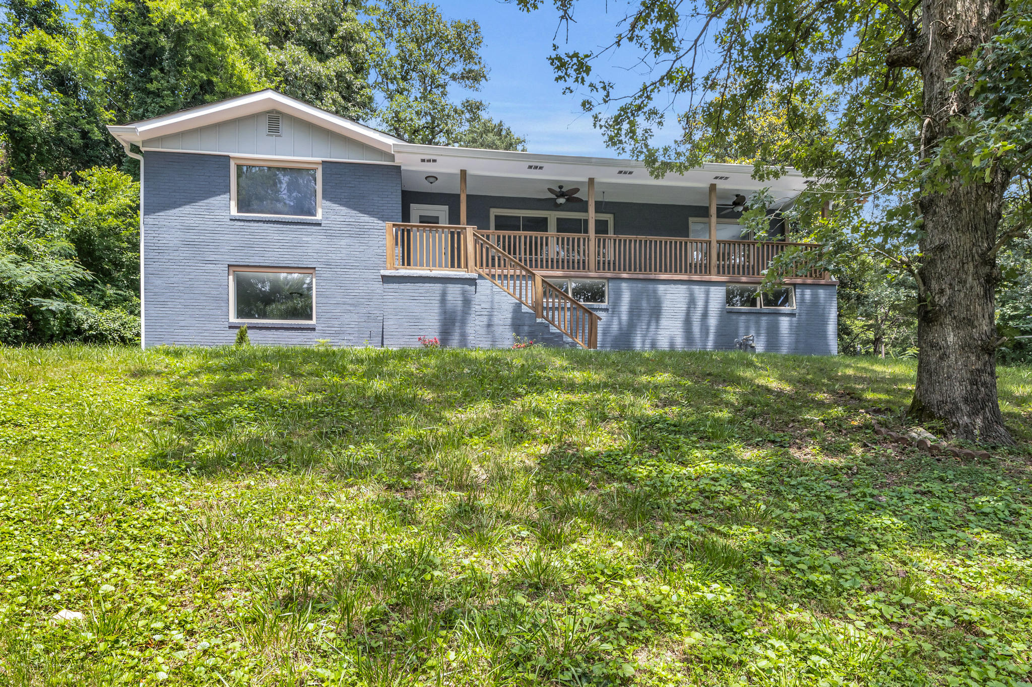 2400 N Crest  Rd, Chattanooga, Tennessee