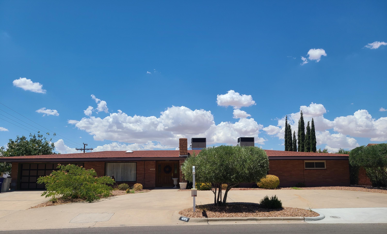 4009 FLAMINGO, El Paso, Texas 79902, 5 Bedrooms Bedrooms, ,4 BathroomsBathrooms,Residential,For sale,FLAMINGO,822709