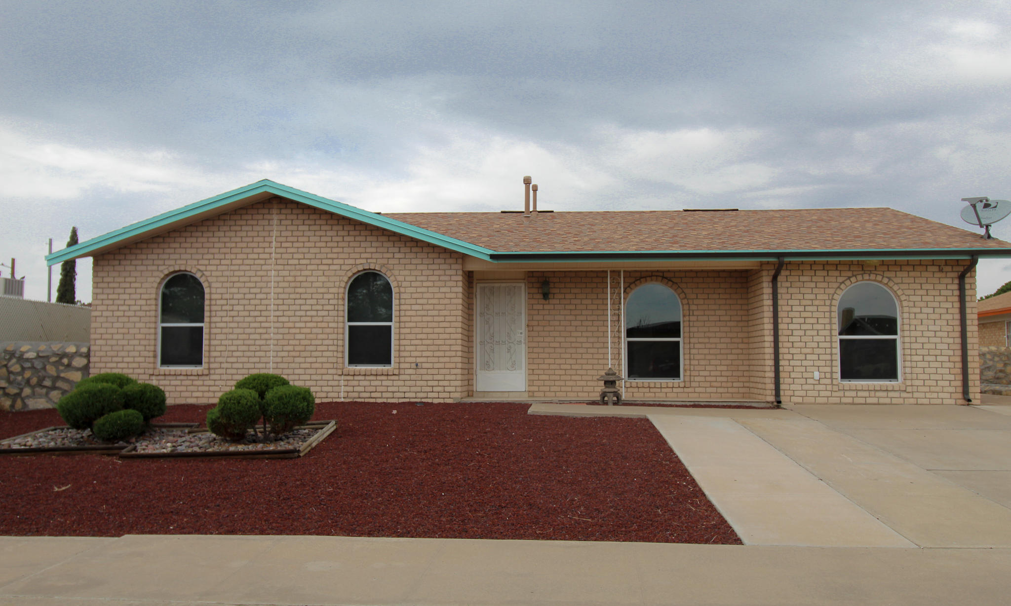 305 RONQUILLO Lane, El Paso, Texas 79907, 3 Bedrooms Bedrooms, ,3 BathroomsBathrooms,Residential Rental,For Rent,RONQUILLO,833711