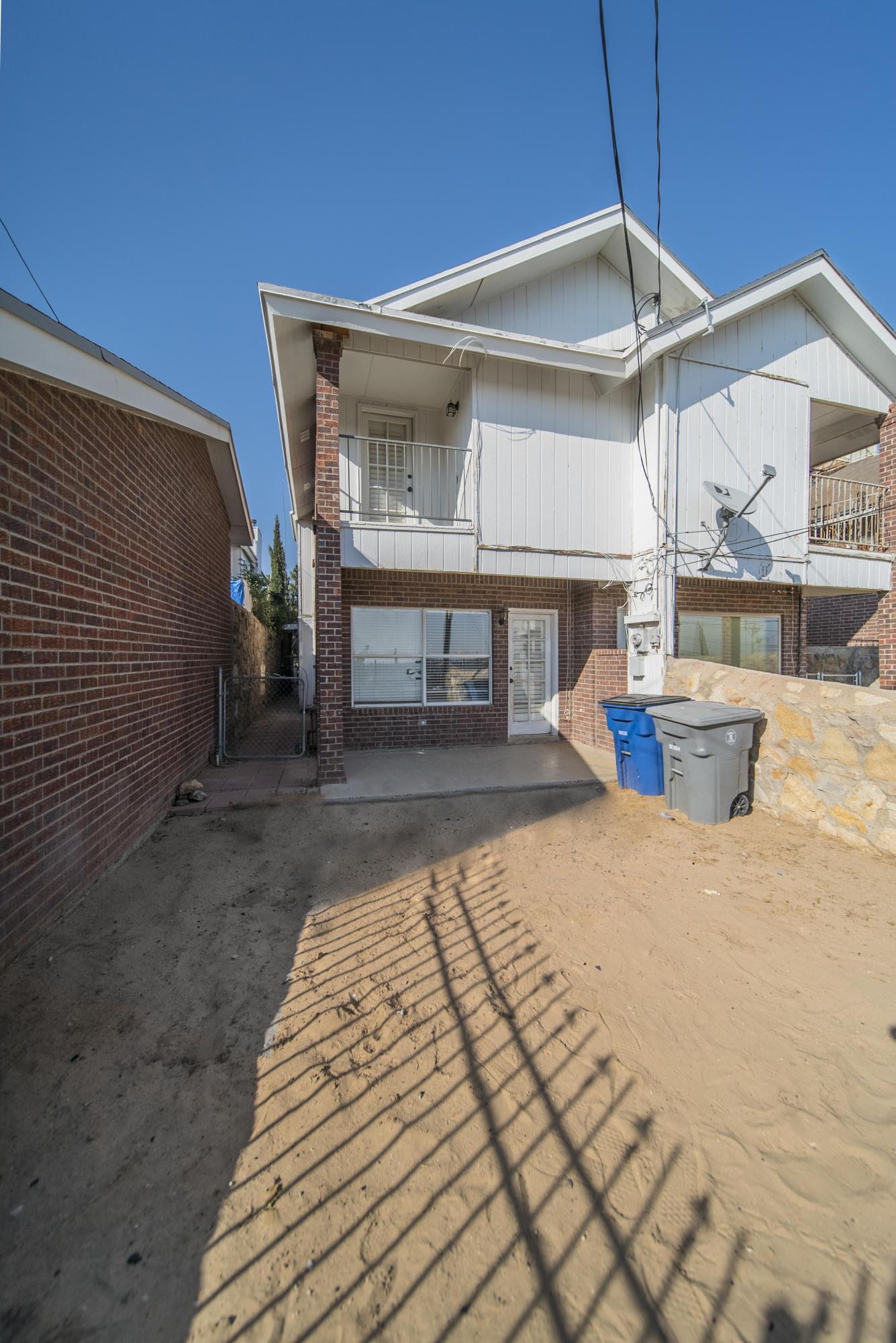 2032 Rogelio, El Paso, Texas 79902, 2 Bedrooms Bedrooms, ,3 BathroomsBathrooms,Residential,For sale,Rogelio,835761