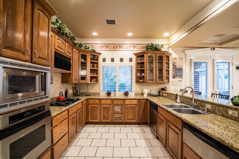 1042 Calle Flor Pl, El Paso, Texas 79912, 4 Bedrooms Bedrooms, ,3 BathroomsBathrooms,Residential,For sale,Calle Flor Pl,838383