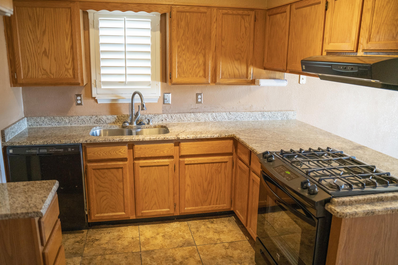 712 Cent kitchen
