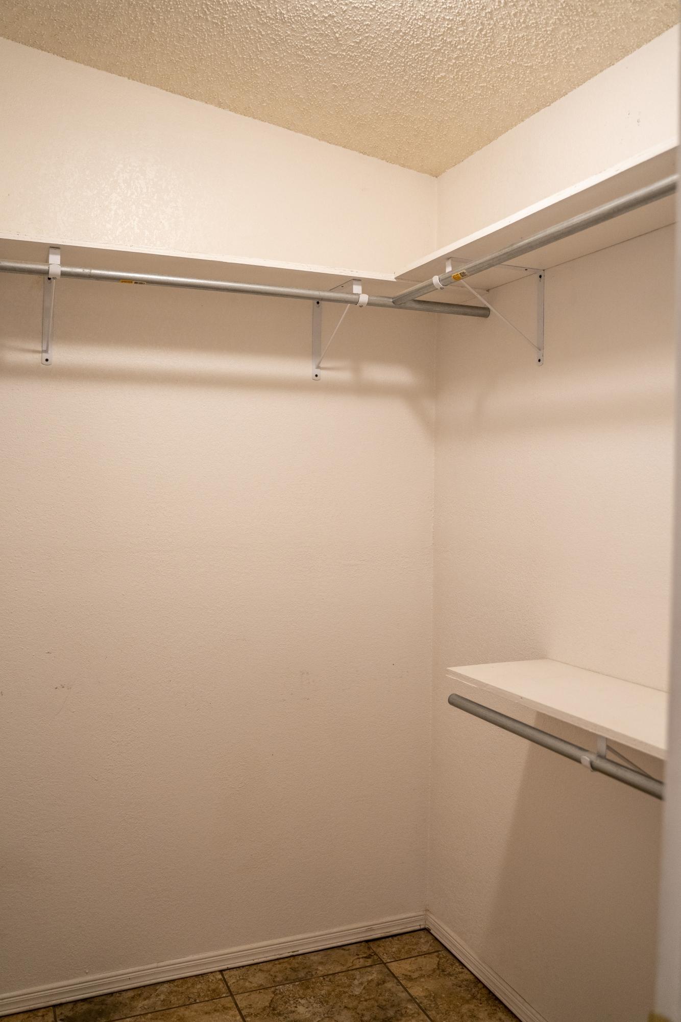 712 Cent master closet