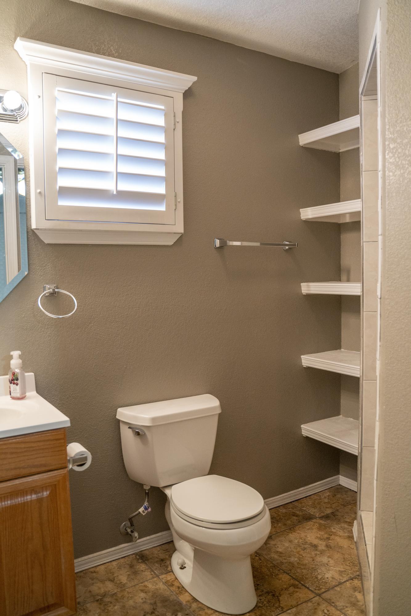 712 Cent master bathroom