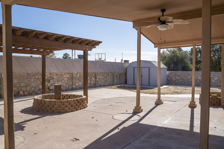 712 Cent backyard