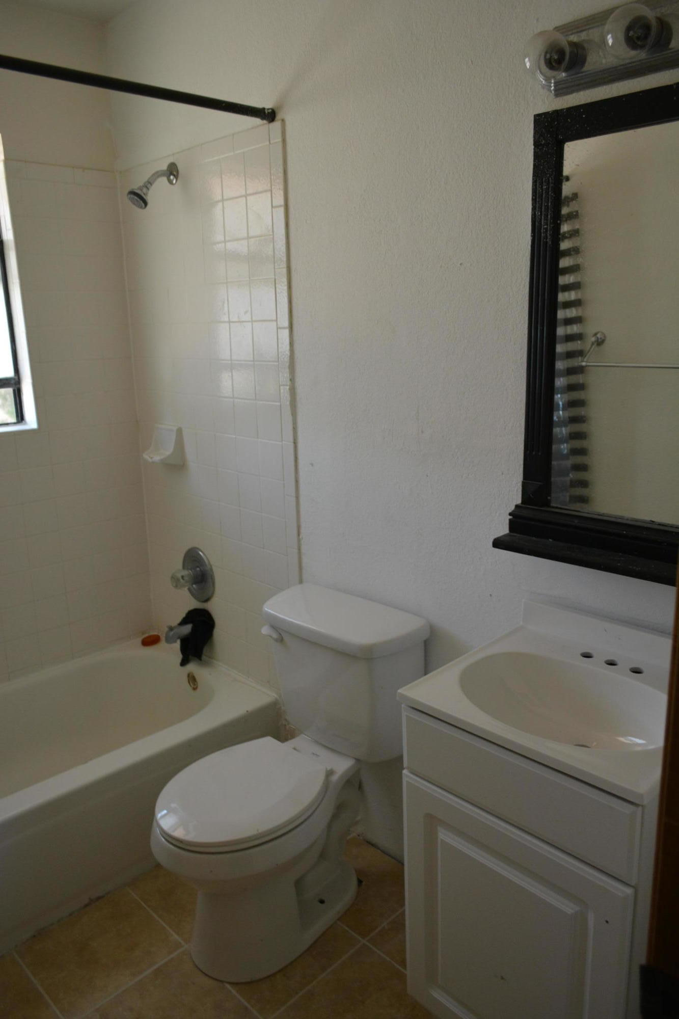 1848 Polly Harris- Up stairs bathroom