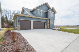 5585 ELM TWIG DR, GRAND FORKS, ND 58201